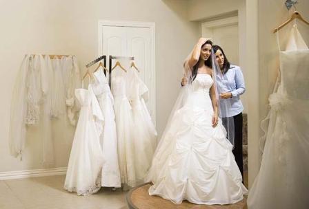 5 chia sẻ hữu ích cho cô dâu khi thử váy cưới
